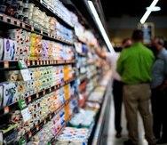 Los que trabajen en supermercados serán algunos de los beneficiados.