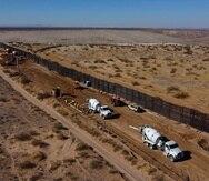 Horas después de tomar posesión del cargo, el demócrata firmó una orden ejecutiva por la que detiene la construcción del muro fronterizo del presidente Donald Trump.