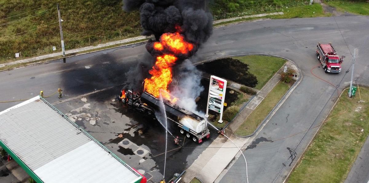Impactantes imágenes aéreas del fuego en gasolinera de Canóvanas