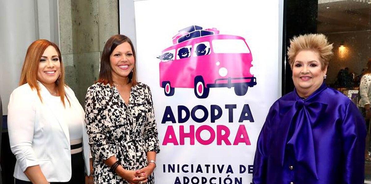 De izquierda a derecha: Glenda Genera, administradora de ADFAN; la Dra. Carmen Ana González, secretaria del Departamento de la Familia; y Sylvia Villafañe, presidenta de Adopta Ahora, quienes estuvieron presentes en el lanzamiento de la nueva campaña publicitaria.