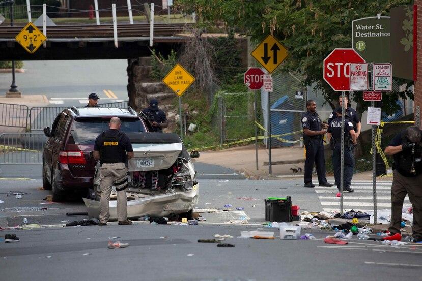 La Policía estatal de Virginia inspecciona la escena. (EFE)