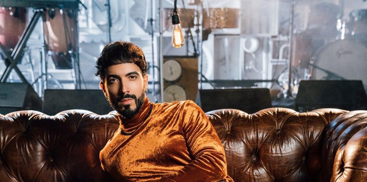 El cantante de raíces puertorriqueñas, Luis Figueroa, se dio a conocer en 2017 luego de que publicara en su cuenta de YouTube un sinnúmero de canciones populares, tanto en inglés como en español, en formato acústico.