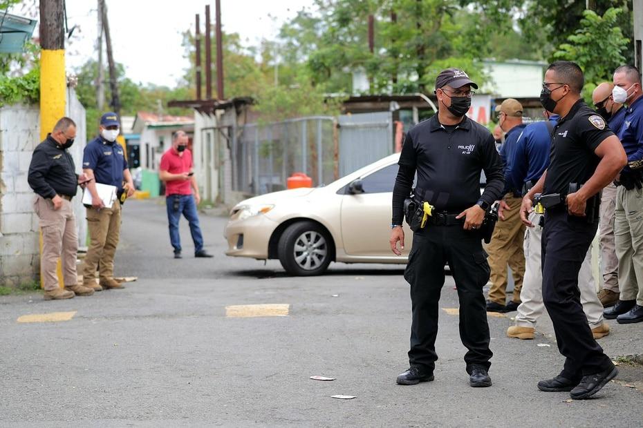 La Policía ejecutó esta mañana 11 órdenas de allanamiento que terminaron con el arresto de 10 personas.