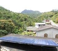 El sistema solar en el centro comunitario del barrio Veguitas Zamas de Jayuya, donado por una  organización de ingenieros, es uno de ocho que el grupo de vecinos ha instalado fuera de la red eléctrica.