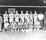 Con el número 14, Manuel Torres, en primera fila, fue parte del equipo campeón de los Cafeteros en el 1965, junto a 'Pancho' Menay (4), 'Buyín' Camacho (10), y Quique Ruiz (9), entre otros.