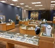 """En la Joyería Lido, en Mall of San Juan, la preferencia son las prendas en oro amarillo con algo de brillantes, piezas para lucir a diario que sean """"stackable"""", indicó su propietario Isaac Demel."""
