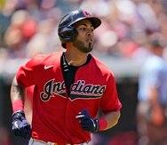 Eddie Rosario, de los Indians, recorre las bases tras batear un jonrón ante los Orioles de Baltimore.