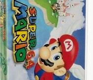 En esta imagen cortesía de Heritage Auctions se muestra una copia sin abrir del juego Super Mario 64 de Nintendo, la cual fue subastada en 1.56 millones de dólares.