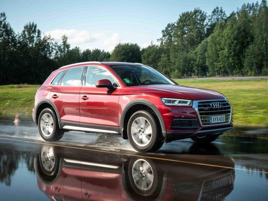 Audi Q5   Con tracción en las cuatro ruedas y un diseño más aerodinámico que su predecesora, es la segunda iteración de la generación que el manufacturero alemán introdujo en el 2018 y figura entre las mejores cinco SUVs de lujo. (Shutterstock.com)