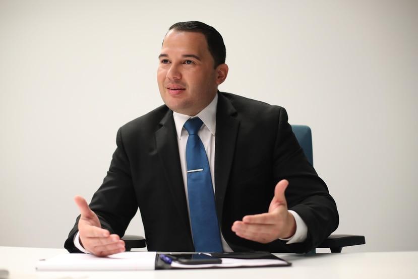 Una resolución de la firma   sostiene que Jesús Vélez renunció a la secretaría de Clearsight, pero los informes  corporativos dicen lo contrario.