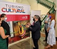 Ejecutivos de la Compañía de Turismo y de la Corporación de Artes Musicales comparten durante el anuncio de la nueva iniciativa de Turismo Cultural.