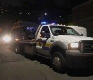 Vehículo que aparentemente pertenece a  Félix Verdejo, ocupado por la Policía en horas de la madrugada.