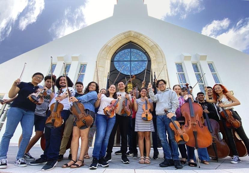 Estudiantes de cuerdas del Conservatorio de Música de Puerto Rico que participarán en un concierto en la Parroquia Stella Maris de Condado.