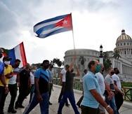 Simpatizantes del gobierno de Miguel Diaz-Canel se manifiestan frente al Capitolio, sede de la Asamblea Nacional, hoy, en La Habana (Cuba). EFE/ Yander Zamora
