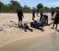 Personal del Cuerpo de Vigilantes de la Unidad Marítima de Aguadilla en conjunto con Patrulla Fronteriza y FURA intervienen con los indocumentados.