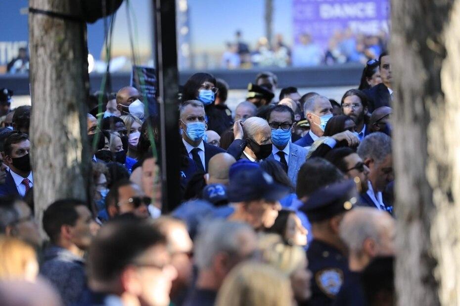 Familiares, amigos, oficiales y el presidente Joe Biden llegaron a la zona cero para honrar la memoria de las víctimas de los ataques terroristas al World Trade Center. Hoy se cumplen 20 años desde que ocurrió la tragedia.
