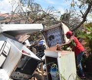 El día del huracán, la mujer se refugió en casa de su vecina y desde allí observó, detenidamente, cómo se desprendían una por una las planchas de zinc y las paredes.