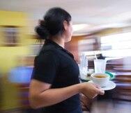 Pese a que la nueva Orden Ejecutiva elimina todas las restricciones en términos de cupo en los restaurantes, y hace voluntario el uso de mascarillas, muchos restaurantes afirman que no podrán operar al 100% debido a la falta de manos para trabajar en la industria.