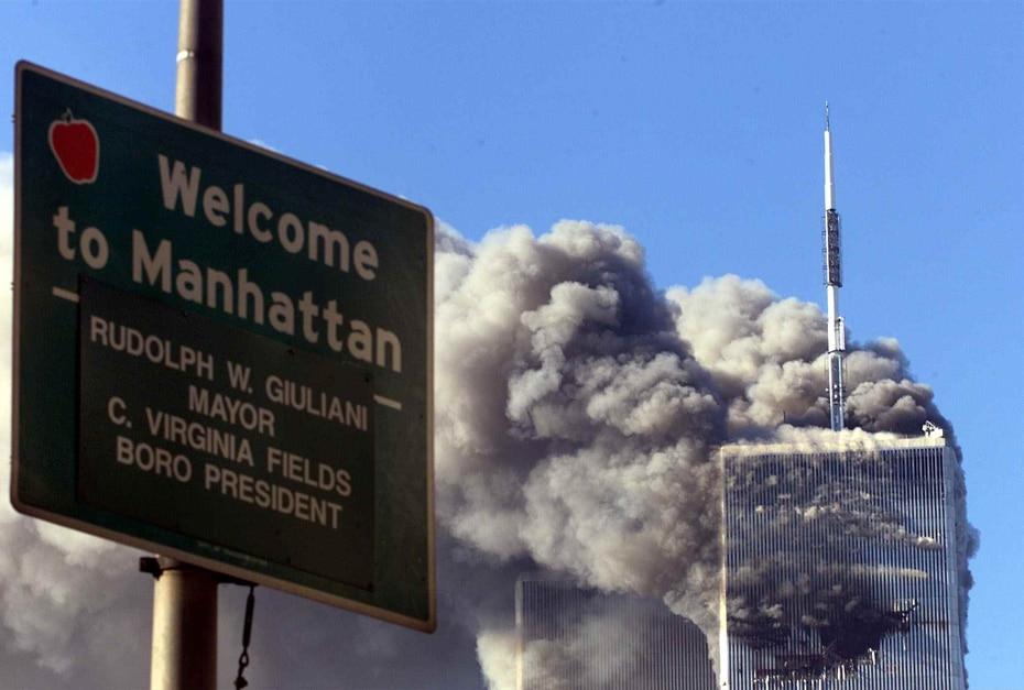 2001 | El 11 de septiembre, un ataque terrorista marcó uno de los días más sombríos de la historia de Estados Unidos, cuando dos aviones comerciales chocaron contra las Torres Gemelas, que luego se desplomaron. El Pentágono también fue atacado. (GFR Media