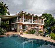 Hidden Paradise ofrece a los inquilinos vistas espectaculares, relajación, comodidad, privacidad y seguridad.  Hospederia Hidden Paradise en Ceiba.   En la foto:    Xavier Garcia / Fotoperiodista
