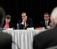 """Los tres expertos advirtieron que antes de los huracanes (Irma y María) el plan fiscal del gobierno certificado por la JSF, """"suponía que Puerto Rico podría hacer pagos por el servicio de la deuda equivalentes a 25 centavos por dólar"""". (GFR Media)"""