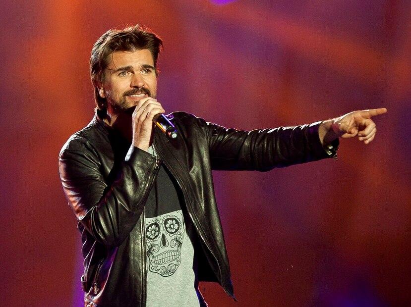 En esta fotografía del 11 de diciembre de 2015 el cantante colombiano Juanes se presenta en los Premios 40 Principales en Madrid, España. (AP)