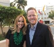 La presentadora Alexandra Fuentes y su esposo, David Bernier, asistieron a la función.