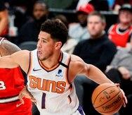 Devin Booker de Phoenix Suns durante un partido de la NBA. EFE/ Soobum Im/Archivo