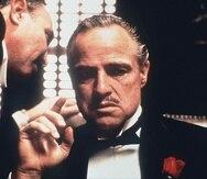 """Vito Corleone, personaje interpretado por Marlon Brando, escucha la petición de Amerigo Bonasera en """"The Godfather"""". (GFR Media/Archivo)"""