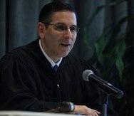 """En su decisión del 2016, el juez federal Gustavo Gelpí resolvió que """"el gobierno de Puerto Rico, por vía de sus oficiales, empleados y agentes, debe garantizar a matrimonios válidos de parejas del mismo sexo exactamente los mismos derechos disfrutados por matrimonios válidos de parejas de personas de sexos opuestos""""."""