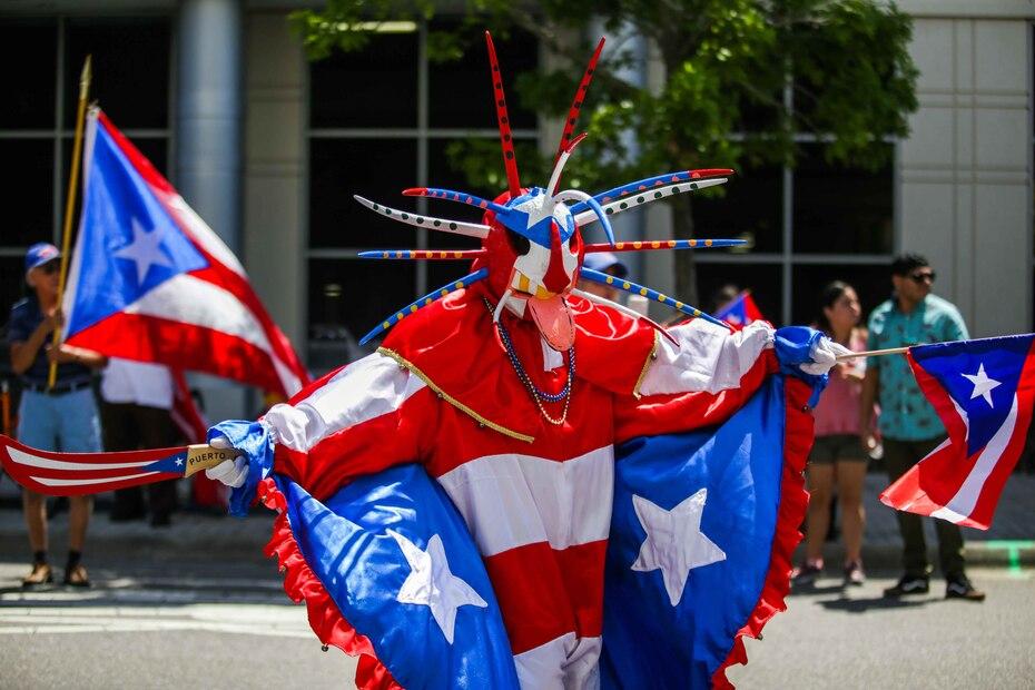 La música, las reinas de belleza y abundantes banderas de Puerto Rico dominaron el jolgorio borincano en Orlando.