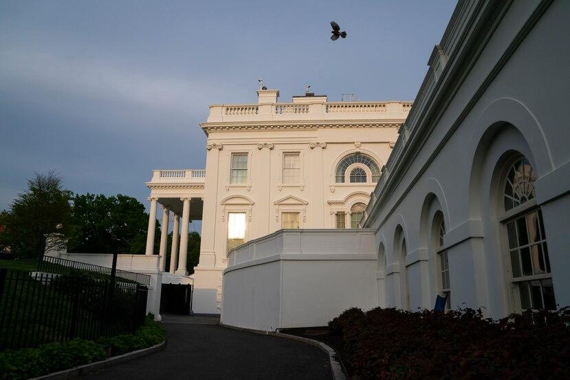 La Casa Blanca momentos antes de que Joe Biden partiera al Capitolio federal a su primer mensaje ante el Congreso.