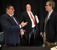 Antonio Medina junto a David Skeel y John Nixon.