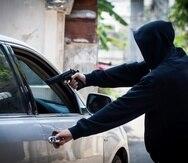 De ser encontrado culpable, Abdiel Feliciano Candelario enfrentaría hasta 15 años de cárcel por el cargo de carjacking, y hasta 20 años por los cargos de robo a mano armada.