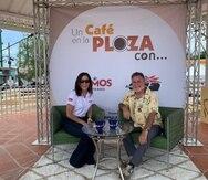 Luisito Vigoreaux conversa con la reportera Rosalina Marrero desde la plaza pública de Ceiba.