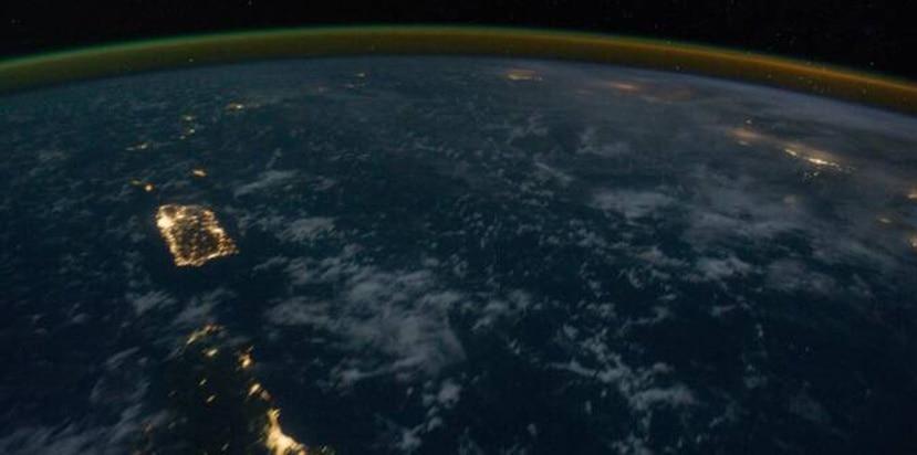 Puerto Rico es claramente visible en las noches desde el espacio. (NASA)