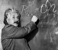 """La teoría de Einstein, publicada por primera vez en 1915, sostuvo que el """"tiempo"""" dependía de la """"gravedad"""", por lo que un reloj situado en la superficie de la tierra y otro en el espacio no avanzan al mismo ritmo. (Archivo / AP)"""