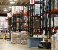 Interior del centro de distribución al cual se le añadirán unos 125,000 pies cuadrados, así como 22 puertas de despacho, lo que generará 20,000 paletas adicionales de mercancía seca, y que será el doble del abasto actual.