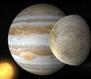Ilustración del planeta Júpiter junto a su luna Europa. (Shutterstock)