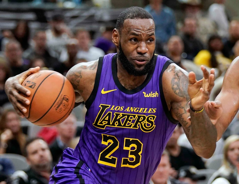 LeBron James durante un partido de los Lakers el 7 de diciembre. (AP)