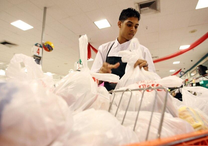 Las bolsas plásticas tardan alrededor de 500 años en descomponerse.(GFR Media)