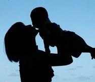miercoles 31 de diciembre de 2008- Entrevista a Liza Torres con su bebe Luis Antonio Koury Torres en el Condominio Saint Maris en Condado, Apartamento 1106.(bebe, madre, hijo)Angel M. Rivera / STAFF / El Nuevo Dia