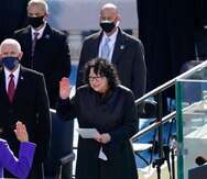 Kamala Harris es juramentada como vicepresidenta de Estados Unidos por la jueza asociada Sonia Sotomayor.