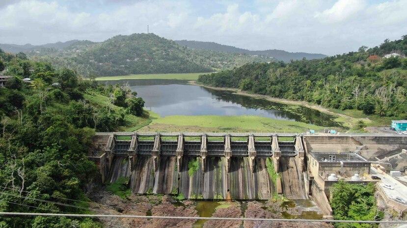 Vista aérea a la represa del embalse Carraízo en Trujillo Alto.