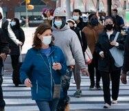 Personas caminan por las calles de Nueva York.