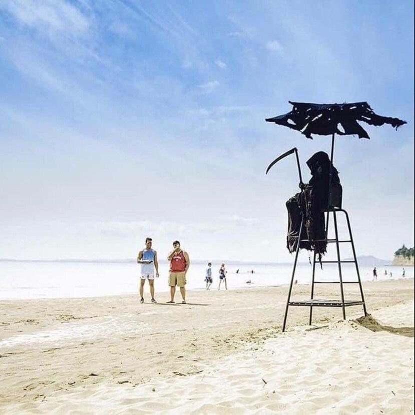 Imagen utilizada por Daniel Uhlfelder en Twitter para anunciar que el 1ro de mayo irá a las playas vestido de la muerte.