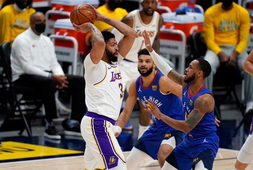 Anthony Davis durante el partido de los Lakers contra los Nuggets el domingo pasado.