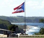 Bandera de Puerto Rico localizada en el Mirador de Guajataca, en la carretera # 2. (Archivo GFR Media)
