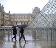 Las autoridades francesas cerraron el museo ayer debido a temores por el coronavirus. (AP)