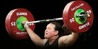 Laurel Hubbard aspira a ganar una medalla en la categoría femenina de +87 kilos el lunes.